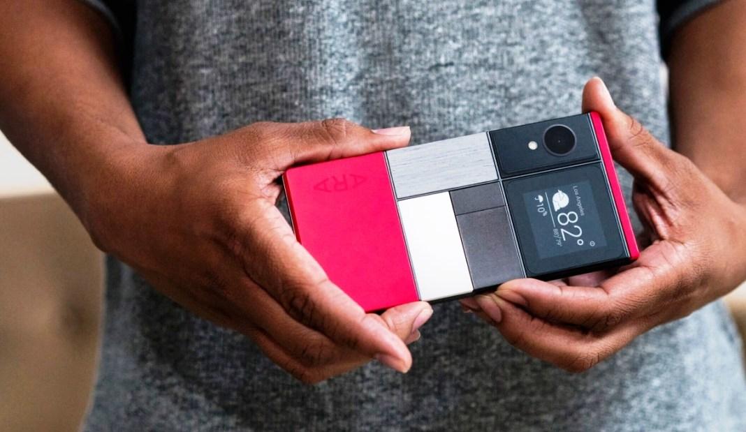 فيسبوك تخطط لإنتاج هاتف ذكي بأجزاء قابلة للتبديل