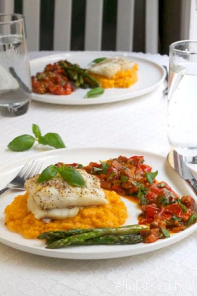 Bakt-torsk-med-asparges-og-chorizosalsa-