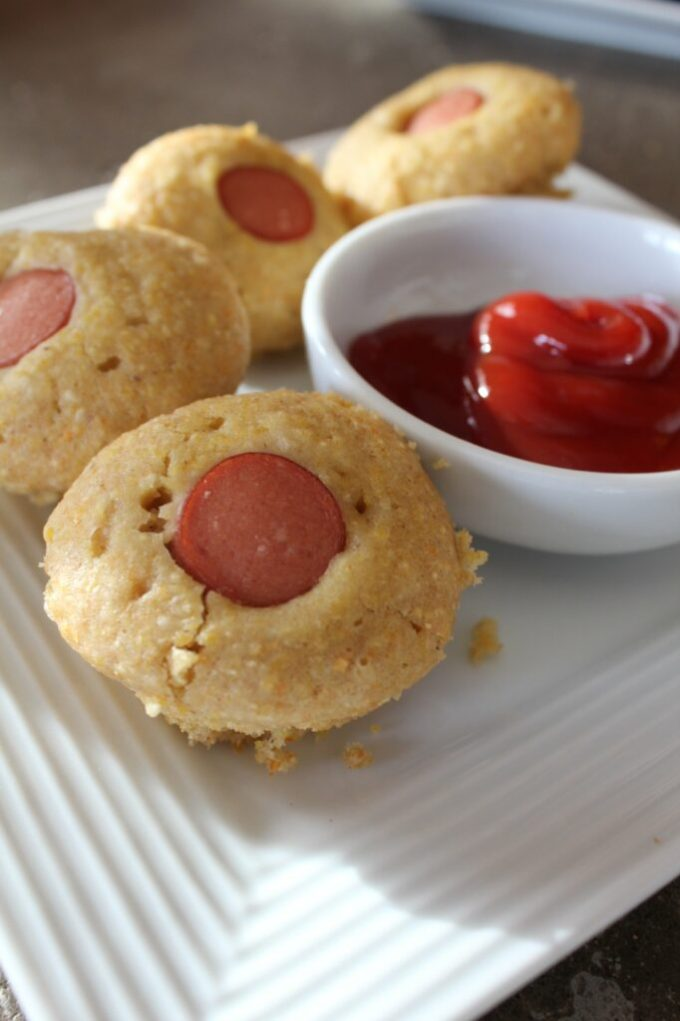 Mini Corn Dog Muffins: 3ten.ca #hotdog #corndog #lunch