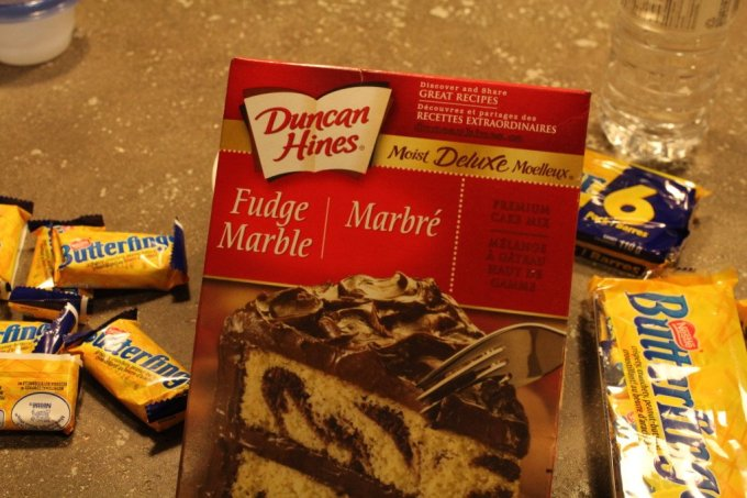 Butterfinger Brownie: 3ten.ca #butterfinger #brownie #cakemix