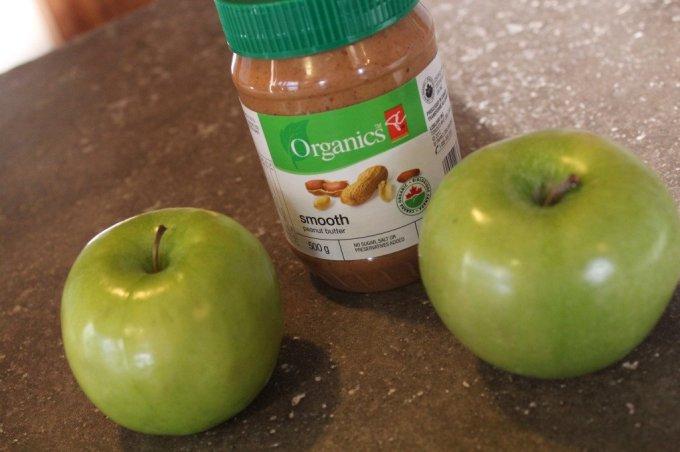 Apple Bagel: 3ten.ca #breakfast #cleaneating