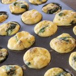 Spinach and Onion Egg Bites: 3ten.ca #eggs #breakfast