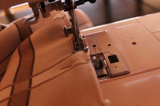 Homemade Picnic Blanket: 3ten.ca #diy #sewing