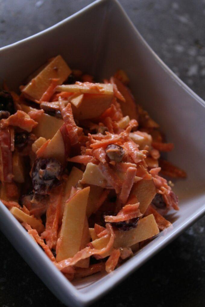 Apple and Carrot Salad: 3ten.ca #salad #summer