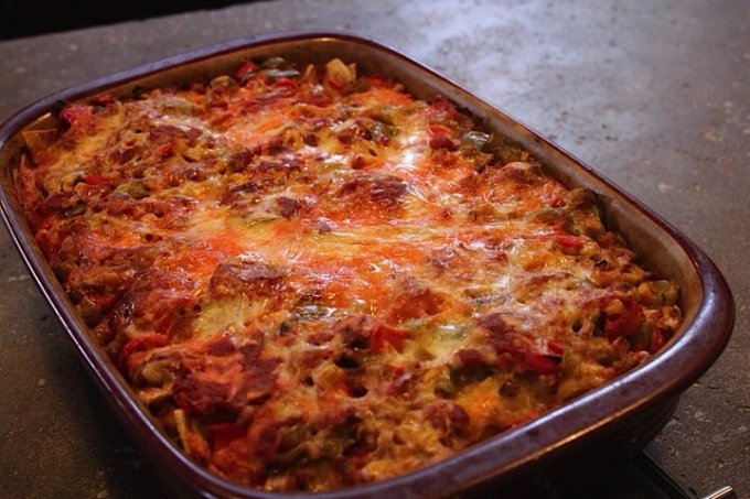 Mexican Lasagna: 3ten.ca #casserole #dinner