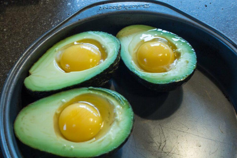 Avocado Egg Bake: 3ten.ca