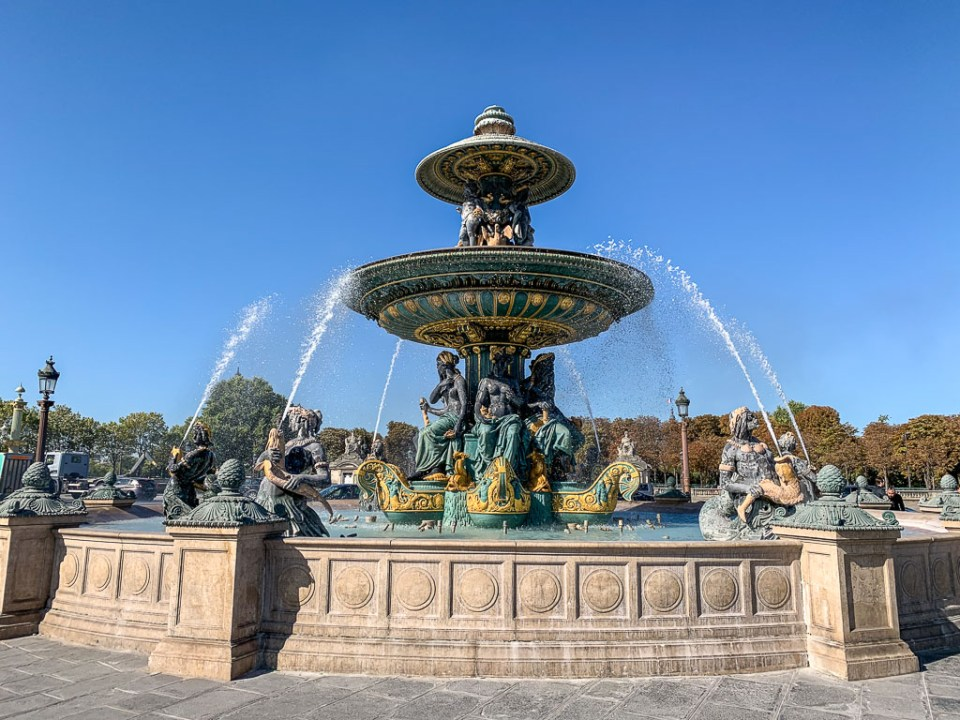 Paris Fountain: 3ten.ca