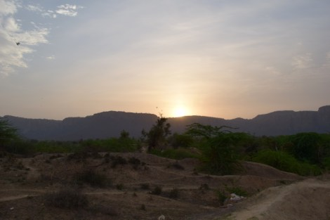 Almost-sunrise over the Aravalli mountains just outside the park
