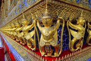 Golden Garudas lined up on the outer walls of the Temple of the Emerald Buddha (no pictures allowed inside). Look closely, even the Garudas have their clothes embellished with precious stones - details!