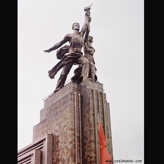 monumento al obrero y la campesina en Moscú