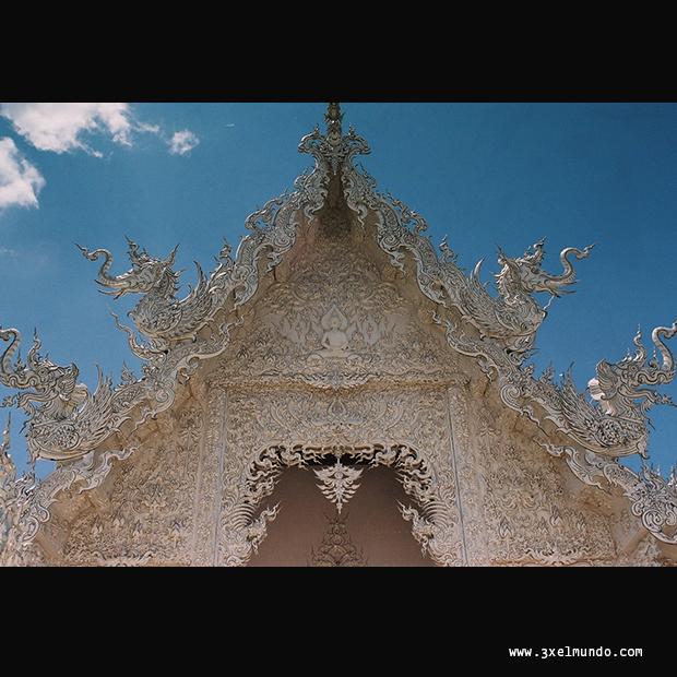 templo blanco Wat Rong Khun en Chiang Rai