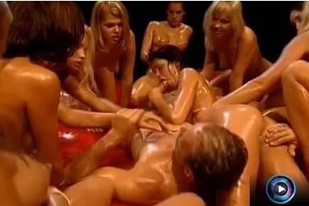 Classic porn - Rocco Siffredi reverse gangbang