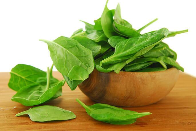 Источник витамина К —салат, шпинат и щавель