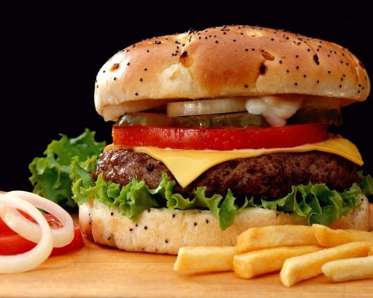 Факты о самых вредных продуктах: чипсы, газировка, фаст-фуд, майонез, соль, сахар, алкоголь, жареное, хлеб
