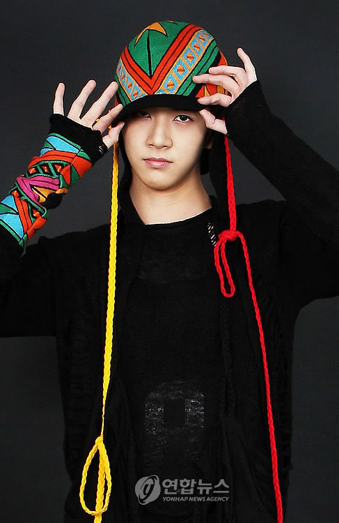 Chun Dung * Real Name: Park Sang Hyun (박상현) * Date of Birth: October 7, 1990 (1990-10-07) (age 19) * Position: Rap, Dance Chun Dung is the younger brother of 2NE1 vocalist Sandara Park.