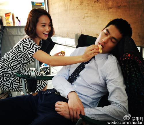 Zhu Dan playing with Tony Yang when filming OB-GYNS