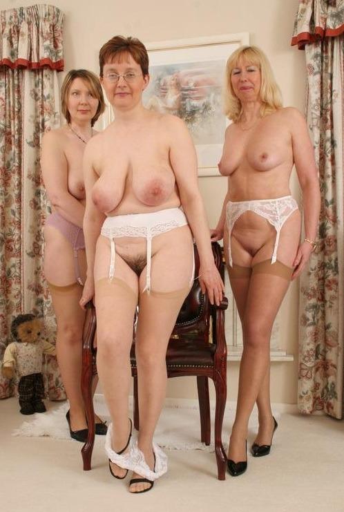 Acarne bonita desnuda