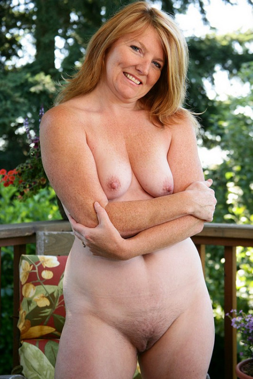 Luscious, mature nude woman. Normal is sexy!