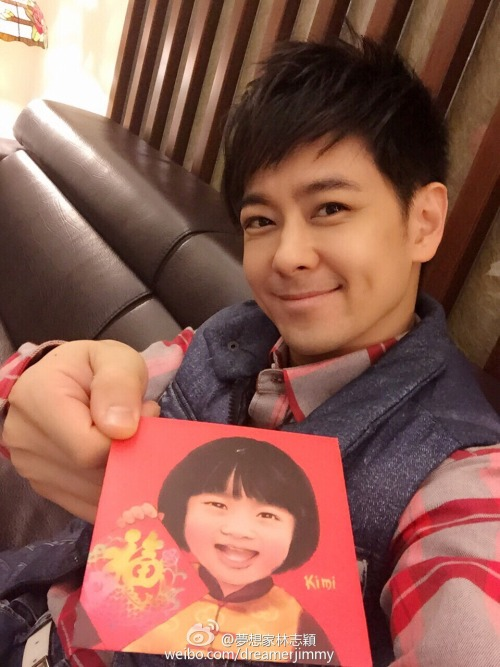 Jimmy Lin with red envelope featuring son Kimi Lin