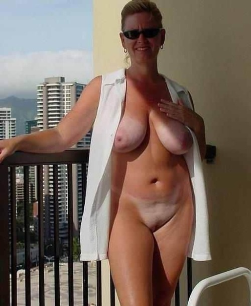 thick girls full frontal naked