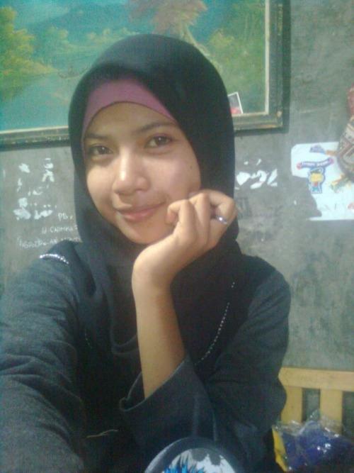 Super Cute Young Muslim Girl Malay Or Indonesian Showing Her  Muslim Girls-5498