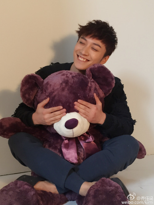 Kimi Qiao with giant bear plush