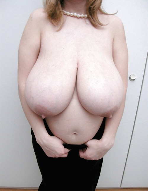 heavy-tits:The milky tits of mother Maxi Moom.