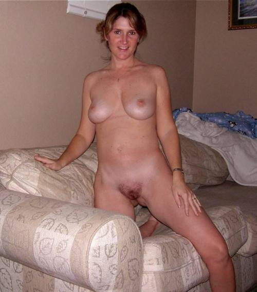cock-liking-milfs:  http://cock-liking-milfs.tumblr.com/  Gorgeous!