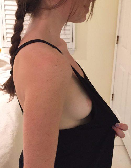 Delicious side boob!
