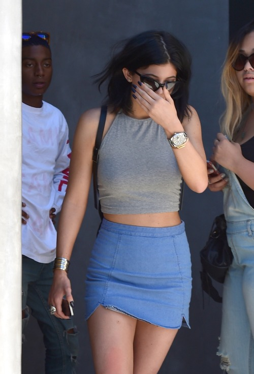 weezyns:</p><br /><br /> <p>keeping-up-with-the-jenners:</p><br /><br /> <p>August 16, 2014- kylie out in West hollywood</p><br /><br /> <p>.<br /><br /><br />