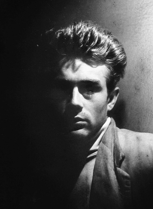 A photo of James Dean by Roy Schatt, New York, December 1954