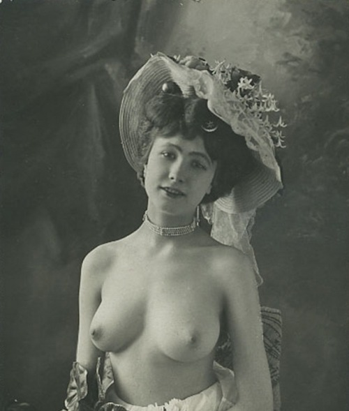 giftvintage:  Victorian  Most beautiful woman ever?