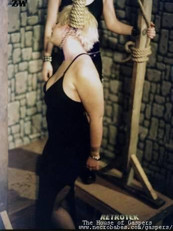 show photos women executed iran