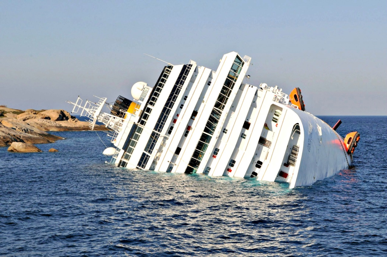 The Luxury Cruise Ship Costa Concordia Sinking