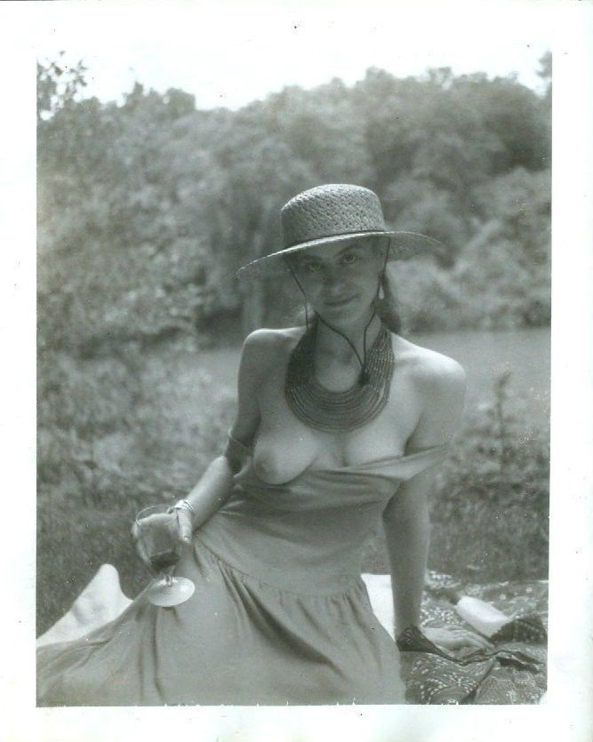 nofrillsretro:  No Frills Retro - your daily dose of vintage erotica  | Archive | | Follow | | Liked |   Picnic breast reveal. Enchante.