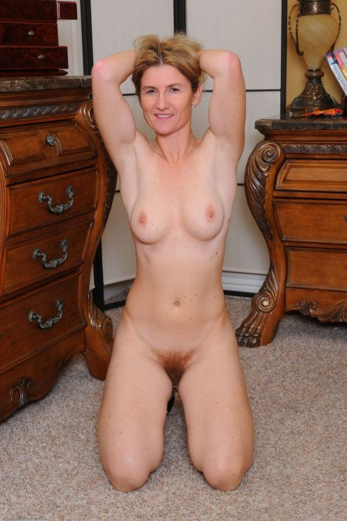 Attractive Normal Everyday Nude Women Pic