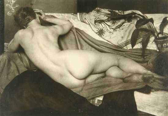treadmill-to-oblivion:  vensuberg:  Joseph Anton Trcka 1925  A wonderful back-side shot. Curvy, muscular, beautiful.  Gorgeous.