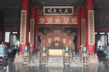 Palace of Heavenly Purity 乾清宫 with the imperial throne in the center