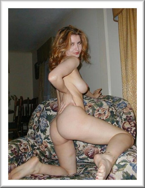 retrorudeamateurs:From the Retro Rude Amateurs vault, submissions always welcome athttp://retrorudeamateurs.tumblr.com/submit  Gorgeous nude wife, sexy and leggy!
