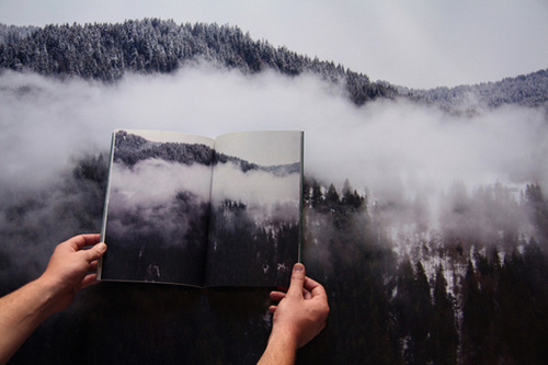 A BOOKA book can bring you pictures.Mountain slopes.Valleys of mists.Pictures in color.In black and white.Words to fill the voids.To complete the picture.