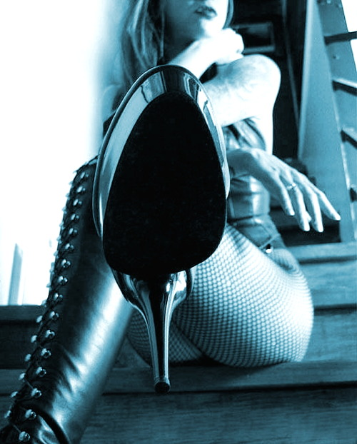mfetishd:  Always love this one… Her elevation and the long journey to ascend from the tip of her boot to her gorgeous lips.