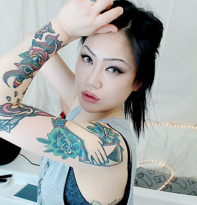 cexisuki showing off her gorgeous ink