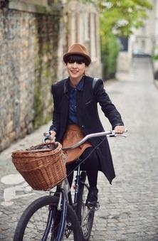 lesfemmes:(via cycle chic / Schwinn street style in butte aux cailles neighborhood, Paris)