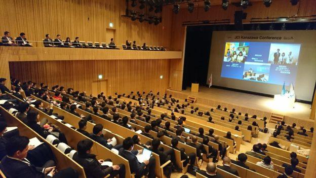 少年少女国連大使の子供達の報告プレゼンテーション