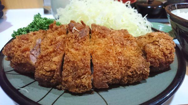 新宿の西口方面にある豚珍館のとんかつが食べ応えがある