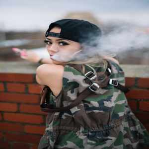 vaping girl