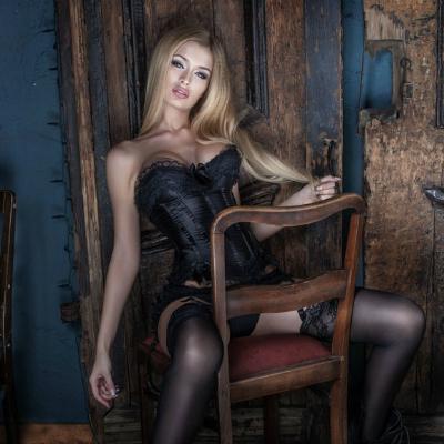 Elegante Blonde Sensual Black Lingerie