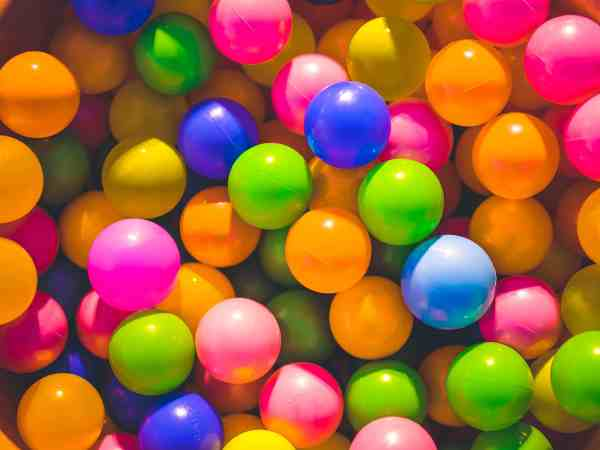 How to make a Super Easy Homemade Ball Pit for Babies