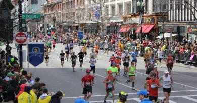 El número de participantes de Boston supera los 30 mil corredores (ARCHIVO)