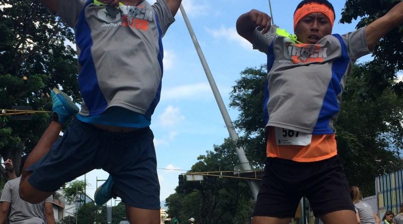 Alexander Ayuso y Ronaldo River Ayuso al finalizar su primera carrera de calle: Gatorade Caracas Rock/Cortesía Obanova Velásquez